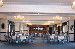 Peterstone-Lakes-Golf-Club-function-room